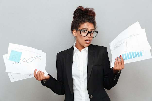 Diagramasドキュメントとアフリカの混乱ビジネス女性