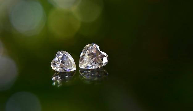 보석에 비싼 다이아몬드