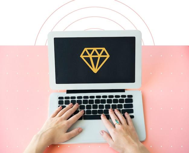 Значок графического символа ювелирных изделий с бриллиантами