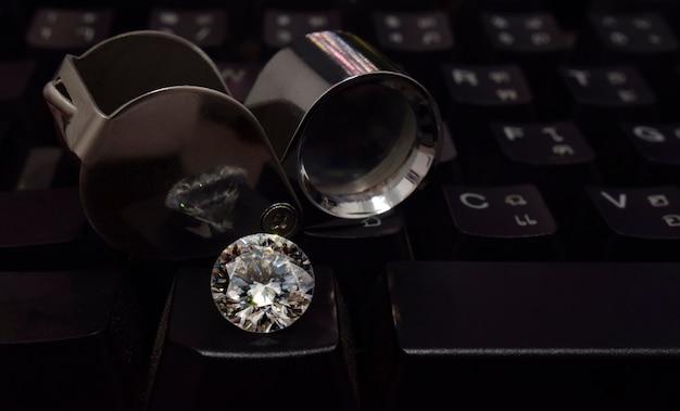 キーボードのダイヤモンドジュエリー