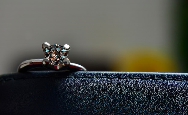 Diamond ring that is beautiful, shiny, clear and clean is a luxury diamond