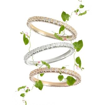 Бриллианты свадебные три цвета кольцо группы на белом фоне изолировал макрос картье