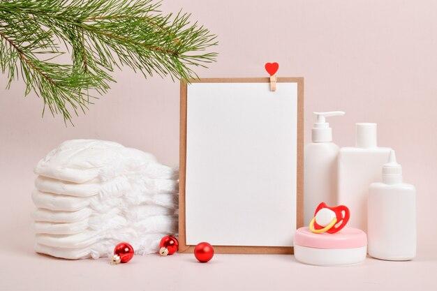 기저귀, 유아용품 병, 깨끗한 시트. 신생아를 위한 크리스마스 쇼핑 목록입니다. 복사할 장소입니다.