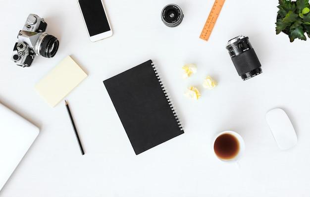日記ポストカードチラシ組成の背景。白い背景に壁紙