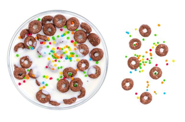다이어트 식품. 천연 요구르트를 곁들인 드라이 라이스 링. 스튜디오 사진