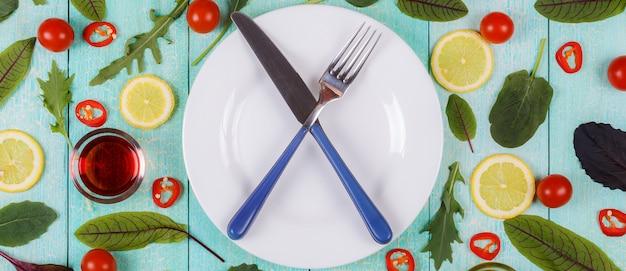 ダイエットフード、健康的なライフスタイル、デトックスやベジタリアンのコンセプト。