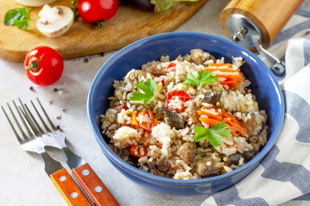 ダイエットメニューヘルシーフードベジタリアン野菜キノコピラフライナスとキノコのご飯
