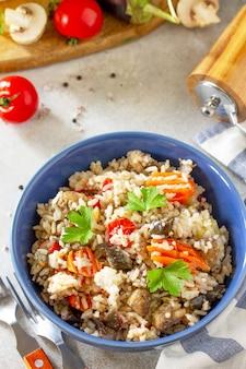 ダイエットメニューヘルシーフードベジタリアン野菜キノコピラフライナスご飯