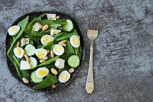 うずらの卵とナッツのサラダ ケトダイエット