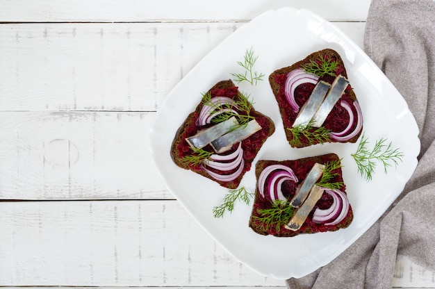 Dietary sandwiches with herring