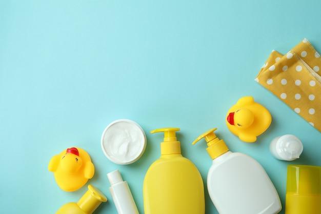 Различные аксессуары для детской гигиены на синем