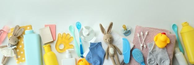 Различные аксессуары для детской гигиены на белом