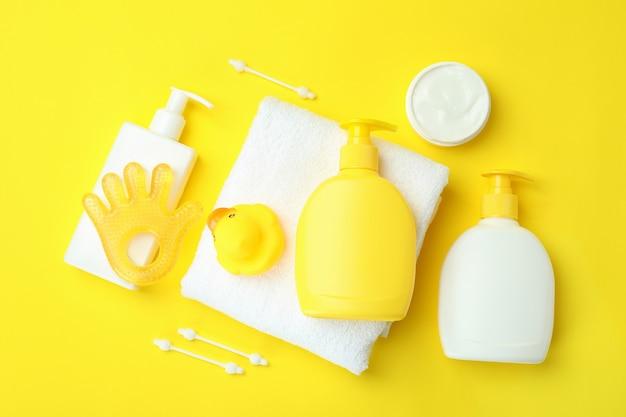 Различные аксессуары для детской гигиены на желтом
