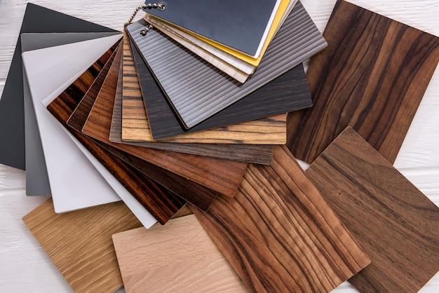 家の設計のためのさまざまな色と素材のサンプル