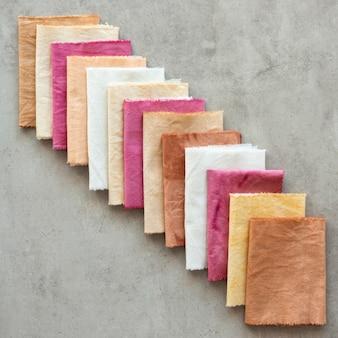 Состав ткани разного цвета с натуральными пигментами