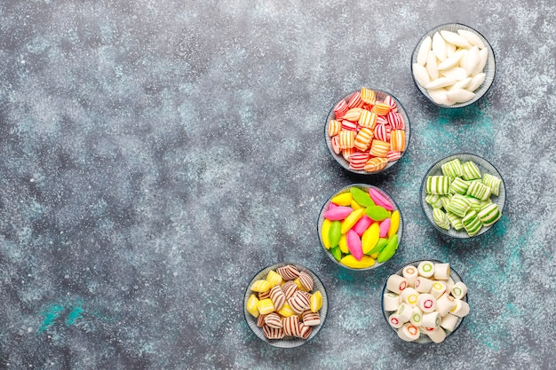 다른 다채로운 설탕 사탕