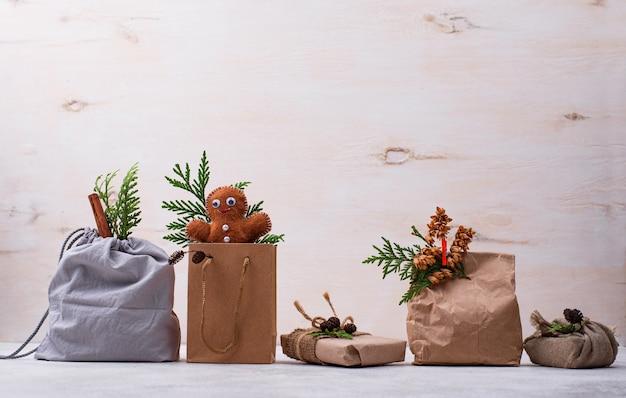 Различные идеи экологически чистой рождественской подарочной упаковки без отходов