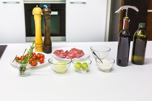 Различные ингредиенты на столе