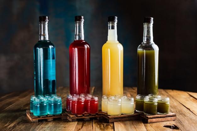 Различные виды алкогольных стрелков или выстрелов с бутылками