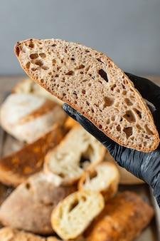Ассортимент различных сортов хлеба