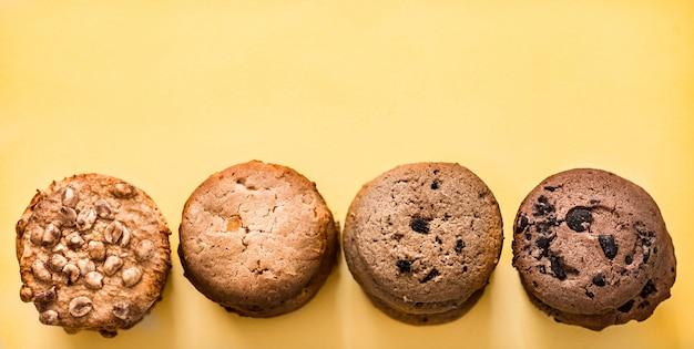 さまざまな種類の自家製クッキー