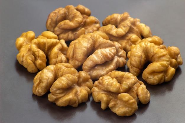 Разные виды орехов. здоровая и белковая пища
