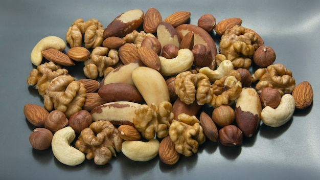 다양한 종류의 견과류. 건강하고 단백질 음식
