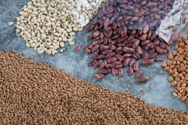 大理石のさまざまな種類の生豆。