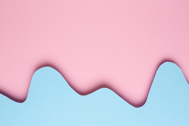 パステルカラーの背景に抽象的な紙のピンクと青の波のさまざまなレイヤー