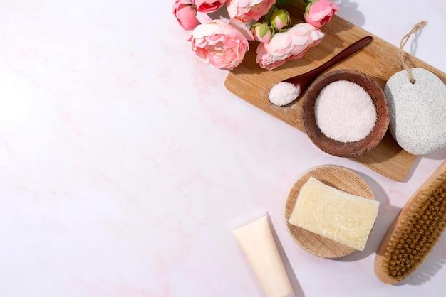 Composizione di diversi prodotti naturali per la cura di sé