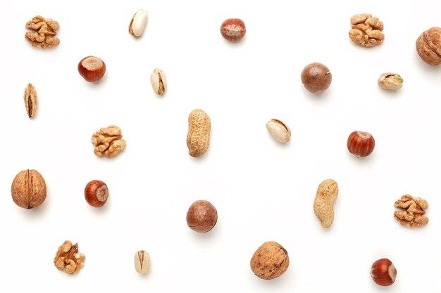 白、フラットレイアウトの異なるナッツ