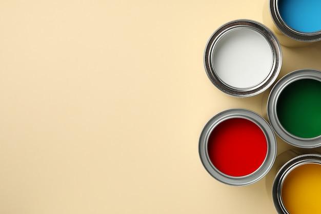 Разные краски на бежевой поверхности