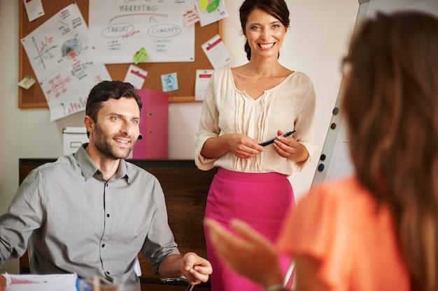 Prospettiva diversa sul business moderno Foto Gratuite
