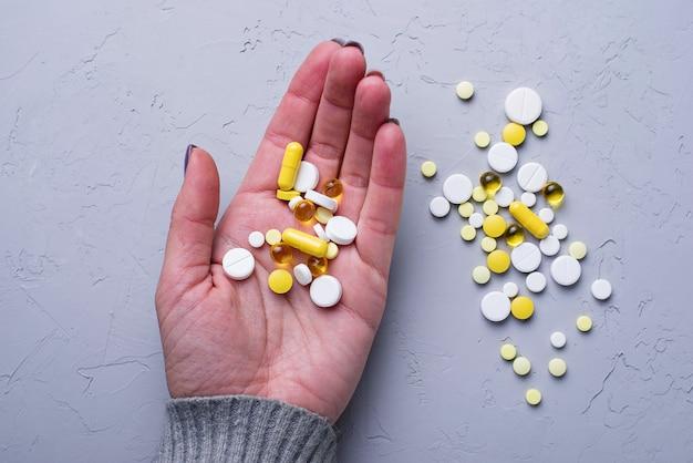 Разные таблетки, таблетки и капсулы. ассорти из лекарств