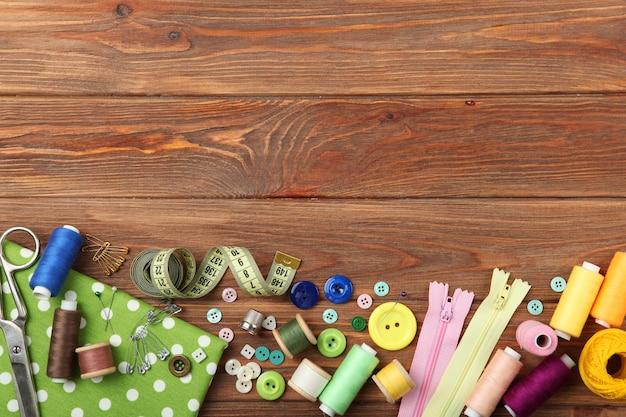 테이블 근접 촬영에 다른 바느질 액세서리