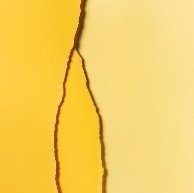 引き裂かれた黄色い紙の上面図のさまざまな色合い