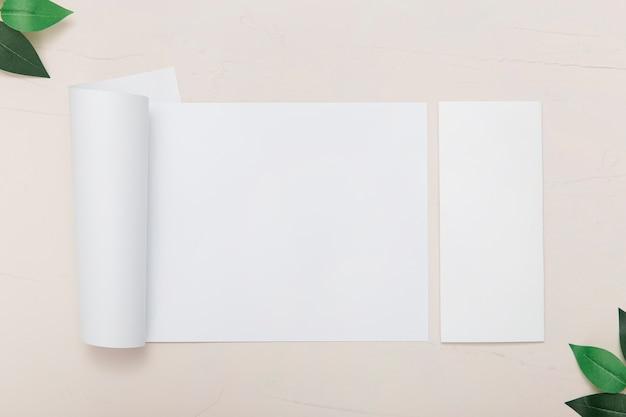 さまざまなサイズのパンフレット