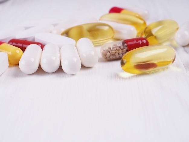 さまざまな錠剤、ピル、薬、薬のマクロ。薬、病気。