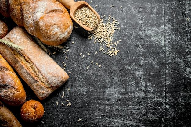 Различные виды хлеба с зерном
