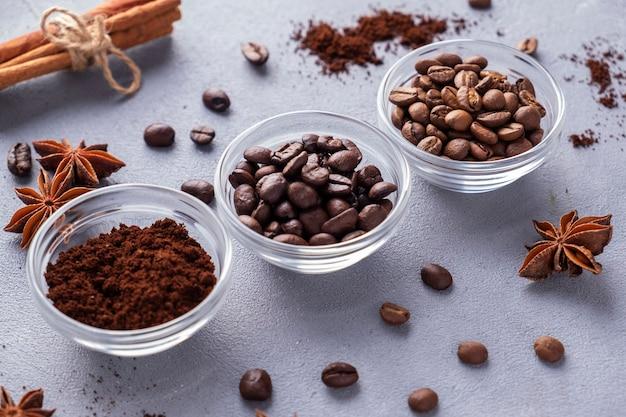 다양한 종류의 커피 콩.