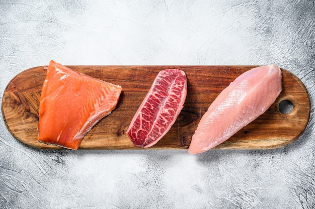 まな板の上の生の肉の種類。