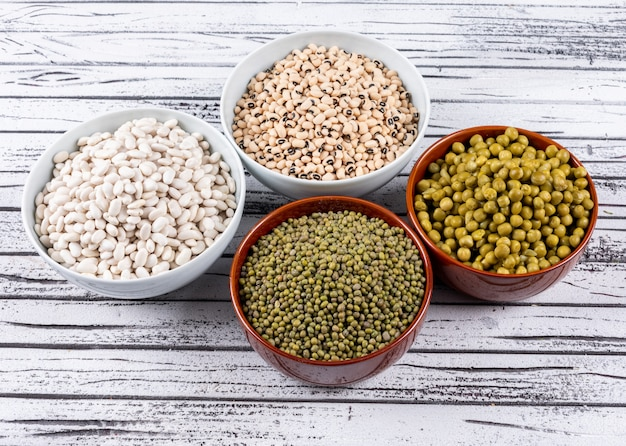 Different types of peas in bowls