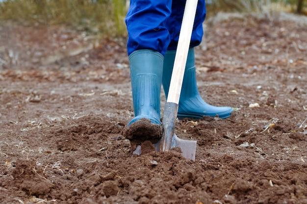 Digging soil
