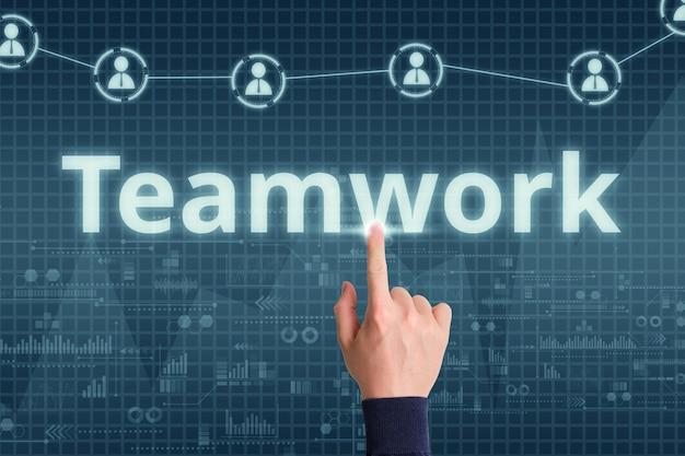 手と抽象的な表示とデジタルビジネスチームワークの概念。