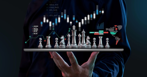 Цифровой дизайн бизнесмена держать шахматы на планшете