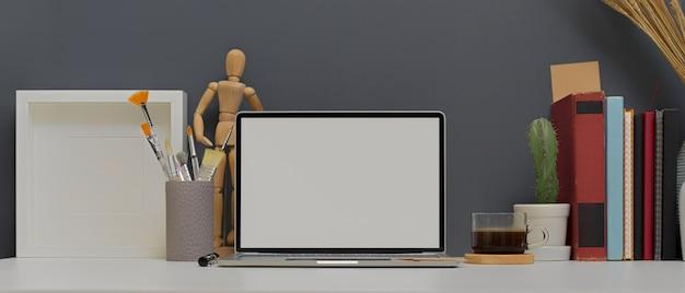 Цифровые устройства на белом столе