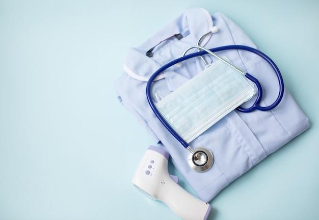 温度、フェイスマスク、聴診器を測定するためのデジタル赤外線非接触温度計ガン