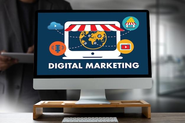 Концепция цифрового маркетинга с монитором