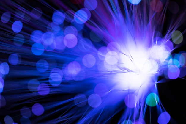 ぼやけたバイオレット色のデジタル光ファイバ