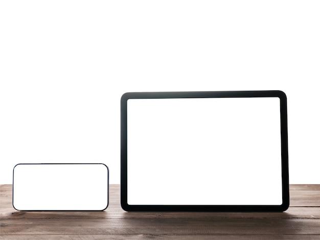 Цифровой планшет и смартфон на столе с изолированным фоном